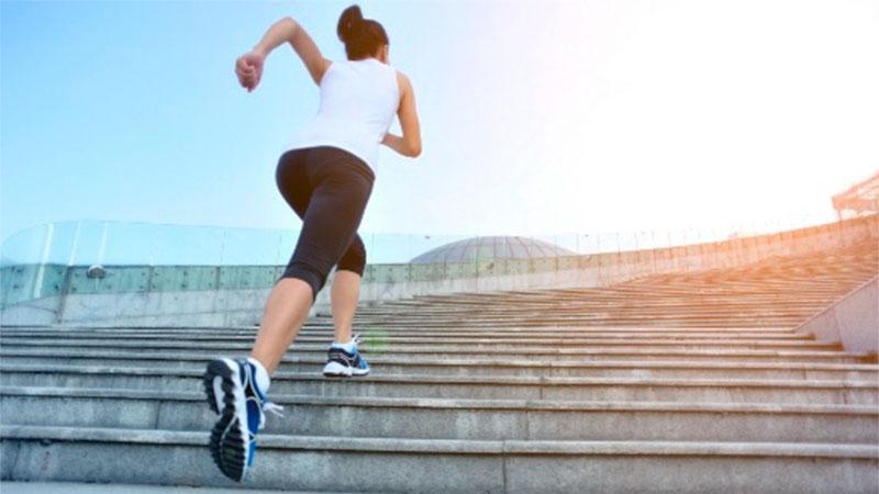 ¿Beneficios de subir y bajar escaleras? - TOP aul@ Salud